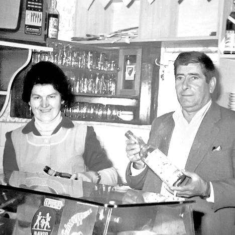 Видосав Вучићевић са супругом у својој кафани